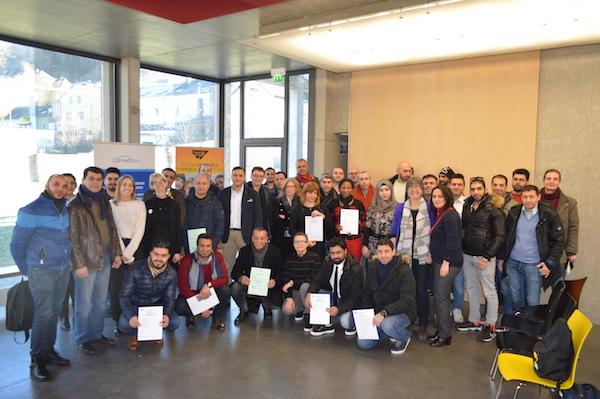 Remise de certificats aux participants du projet « Connections »