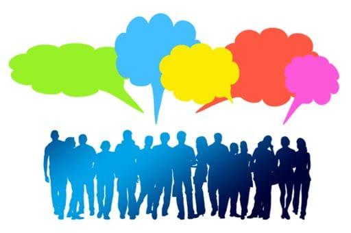 Group de personnes qui parlent